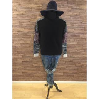 ボウダンショウネンダン(防弾少年団(BTS))の肩、袖切り替えデザインニット 韓国アイドル着用人気デザイン(Tシャツ/カットソー(七分/長袖))