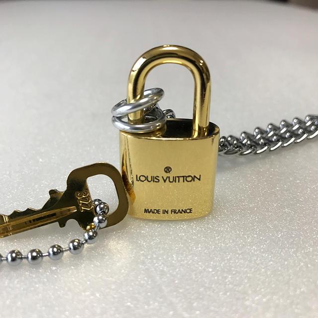 LOUIS VUITTON(ルイヴィトン)のLOUISVUITTON パドロック カデナ 南京錠 鍵有り322 メンズのアクセサリー(ネックレス)の商品写真