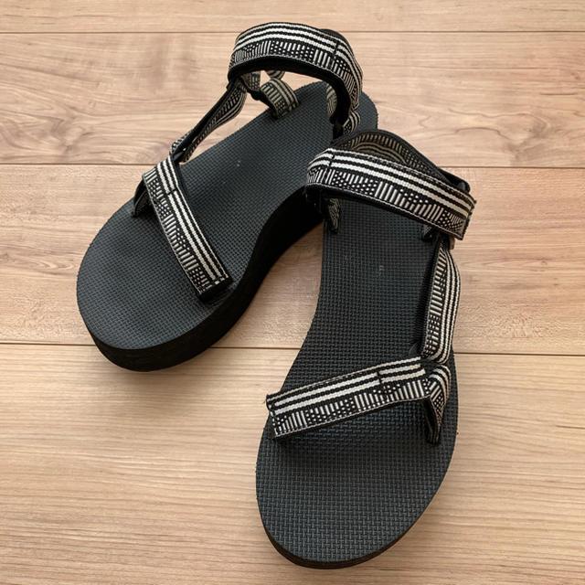 Teva(テバ)のTeva❤️厚底サンダル❤️フラットフォームユニバーサル レディースの靴/シューズ(サンダル)の商品写真