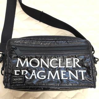 モンクレール(MONCLER)の美品MONCLER FRAGMENT クロスボディバッグ(ボディーバッグ)