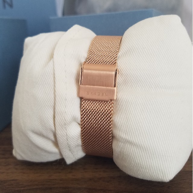 SKAGEN(スカーゲン)の【美品】スカーゲン 腕時計 ピンクゴールド 箱入り レディースのファッション小物(腕時計)の商品写真