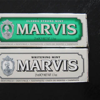 マービス(MARVIS)のMARVIS マービス / ホワイトとミント(グリーン)25ml x 2(歯磨き粉)