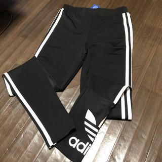 アディダス(adidas)のアディダス(スキニーパンツ)