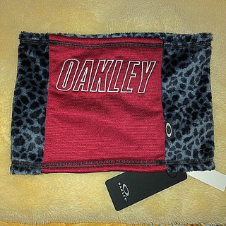 オークリー(Oakley)の昨年度一番‼️オークリーの超カッコいいヒョウ柄ネックウォーマー(ネックウォーマー)