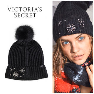 ヴィクトリアズシークレット(Victoria's Secret)の新品*ヴィクトリアシークレット*ファーポンポンニット帽*ブラック(ニット帽/ビーニー)