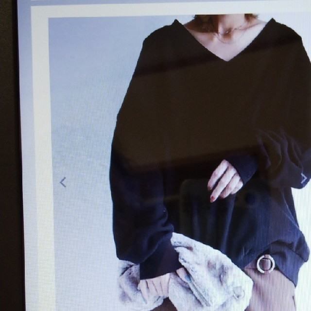 antiqua(アンティカ)の値下げ‼️新品‼️antiqua Vネックドロップショルダートップス レディースのトップス(トレーナー/スウェット)の商品写真