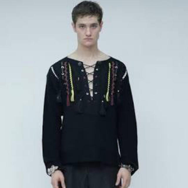 TOGA(トーガ)の16ss TOGA Virilis Vネック装飾ニット メンズのトップス(ニット/セーター)の商品写真