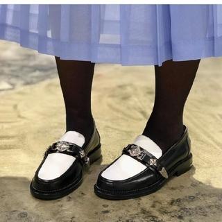 トーガ(TOGA)のtoga pulla 20ss metal loafer(ローファー/革靴)