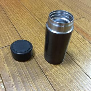 ジーユー(GU)のステンレスカフェボトル(容器)