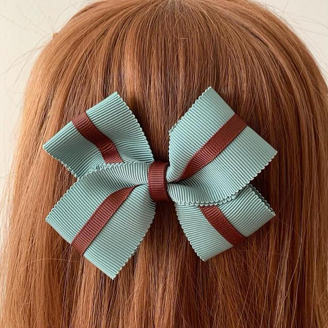 Innocent World(イノセントワールド)のハンドメイド 🎀 チョコミントのリボンバレッタ レディースのヘアアクセサリー(バレッタ/ヘアクリップ)の商品写真
