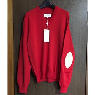 マルタンマルジェラ(Maison Martin Margiela)の赤M新品66%off メゾンマルジェラ エルボーパッチ Vネック ニット メンズ(ニット/セーター)
