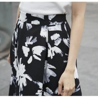 トッコ(tocco)の上品フラワーギャザースカート(ひざ丈スカート)