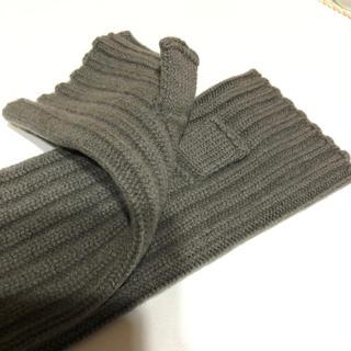 アパルトモンドゥーズィエムクラス(L'Appartement DEUXIEME CLASSE)のアームウォーマー (手袋)
