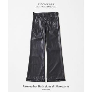 サンシー(SUNSEA)のFakeleather Both sides slit flare pants(その他)