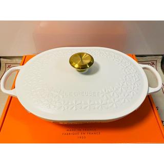 ルクルーゼ(LE CREUSET)のルクルーゼ 限定 オブロングマルミット フラワーレリーフコットン  ゴールドノブ(鍋/フライパン)