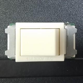パナソニック(Panasonic)のパナソニック WN5004 フルカラー 埋込スイッチE(4路)  (その他)