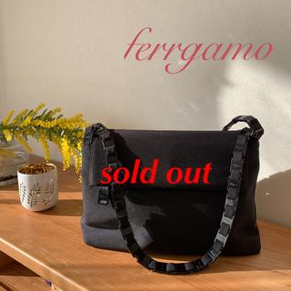 サルヴァトーレフェラガモ(Salvatore Ferragamo)の美品✨フェラガモ  ショルダーバッグ(ショルダーバッグ)
