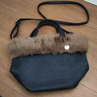 ドレスキップ(DRESKIP)のファーバッグ   黒のバッグ  ファー取り外し可能(ショルダーバッグ)