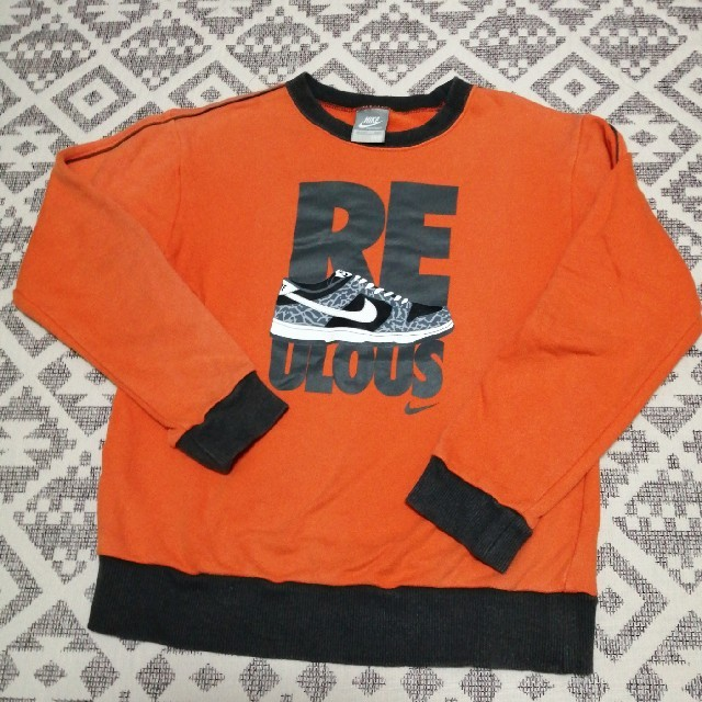 NIKE(ナイキ)のナイキ トレーナー オレンジ 140センチ キッズ/ベビー/マタニティのキッズ服男の子用(90cm~)(Tシャツ/カットソー)の商品写真