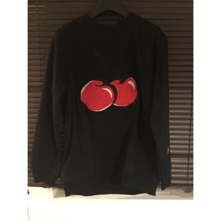 ボウダンショウネンダン(防弾少年団(BTS))のビックシルエットチェリー刺繍トレーナー黒(Tシャツ/カットソー(七分/長袖))