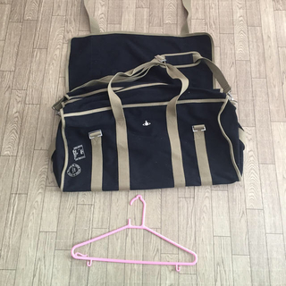 ヴィヴィアンウエストウッド(Vivienne Westwood)のヴィヴィアン ブラックオリーブ 大きいバッグ(ボストンバッグ)