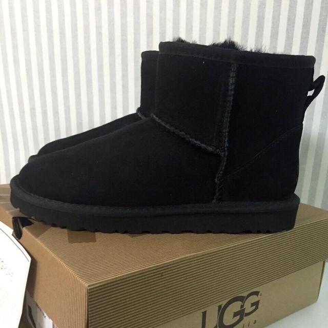 UGG(アグ)のUGG アグ クラシックミニ US6 黒 レディースの靴/シューズ(ブーツ)の商品写真