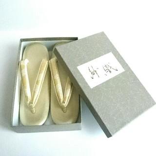 《新品・未使用》沙織の礼装用草履 ゴールド L寸(下駄/草履)