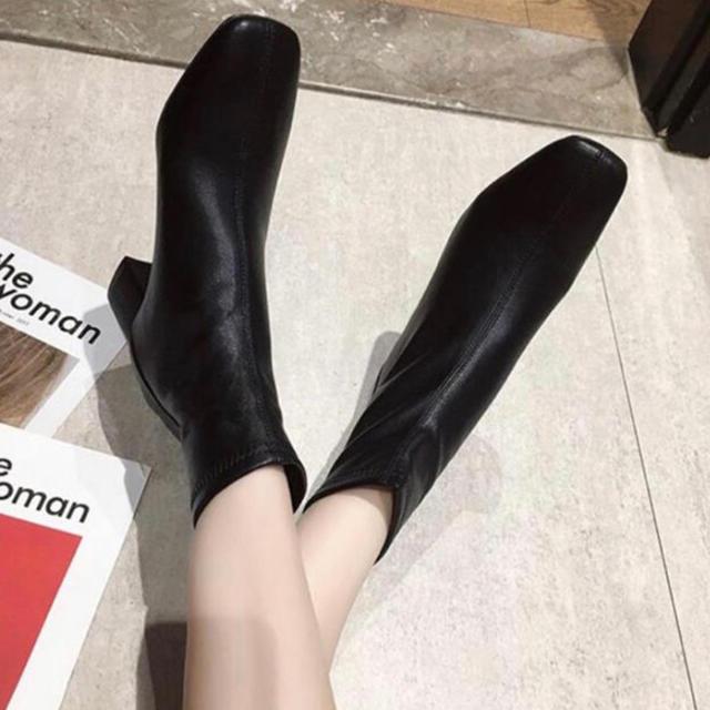 STYLENANDA(スタイルナンダ)の【新品・即発送】スクエア トゥ ブーツ 23 ZARA DHOLIC好きな方に レディースの靴/シューズ(ブーツ)の商品写真