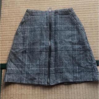 チェックのタイトスカート