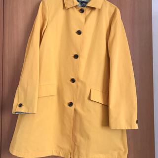 明るいイエローのコート(スプリングコート)
