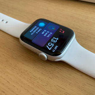 アップルウォッチ(Apple Watch)のAPPLE WATCH SERIES 5( white alminum)(腕時計(デジタル))