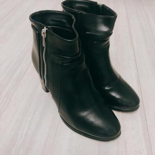 インディヴィ(INDIVI)の黒 ブラック ショートブーツ ブーティ(ブーティ)
