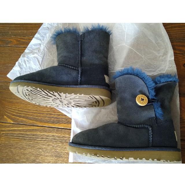 UGG(アグ)のアグ キッズ ムートンブーツ ベイリーボタン 17.5cm キッズ/ベビー/マタニティのキッズ靴/シューズ(15cm~)(ブーツ)の商品写真