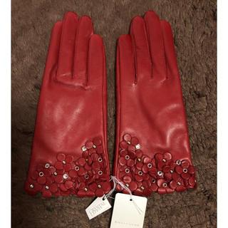 アンテプリマ(ANTEPRIMA)のアンテプリマ レザー スワロフスキー 手袋 グローブ フィオーリ レッド 未使用(手袋)