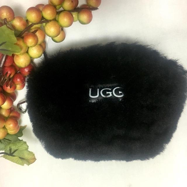 UGG(アグ)の【新品】アグ  UGG ファー ポーチ コインケース 本革 ブラック 黒 レディースのファッション小物(コインケース)の商品写真