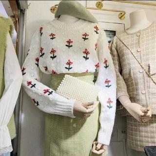 ローリーズファーム(LOWRYS FARM)のフラワー刺繍ニット(ニット/セーター)