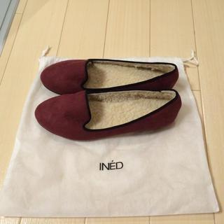 イネド(INED)の新品 モコモコパンプス(デッキシューズ)