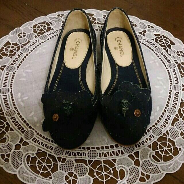 a0c5cf762856 CHANEL(シャネル)のシャネル デニムカメリア付きパンプス レディースの靴/シューズ(