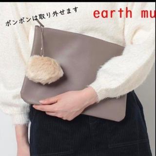 アースミュージックアンドエコロジー(earth music & ecology)の新品未使用 アースミュージック&エコロジー ポンポン付クラッチバッグ(クラッチバッグ)