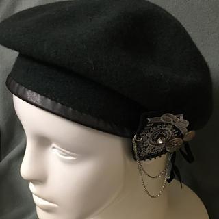 イーハイフンワールドギャラリー(E hyphen world gallery)のイーハイフン エンブレム付ベレー帽(ハンチング/ベレー帽)