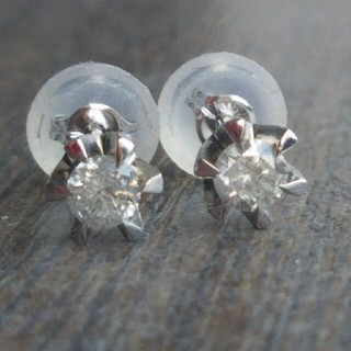 【K18WG】◆立て爪デザインのダイヤモンド0.10ct×2(計0.2)ピアス(ピアス)