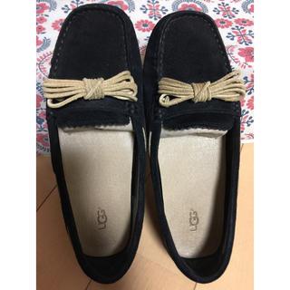 アグ(UGG)のアグ♥︎23.5 フラットシューズ 黒 ブラック(ローファー/革靴)