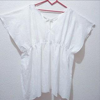 アベイル(Avail)の新品 Avail 刺繍 リボン トップス♥4L GU しまむら(シャツ/ブラウス(半袖/袖なし))