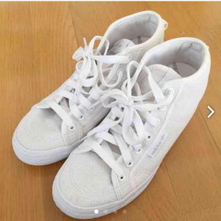 白いスニーカー adidas