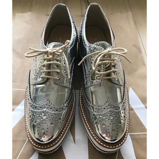 ザラ(ZARA)の【美品】ZARA オックスフォード シルバー ウィングチップ シューズ(ローファー/革靴)
