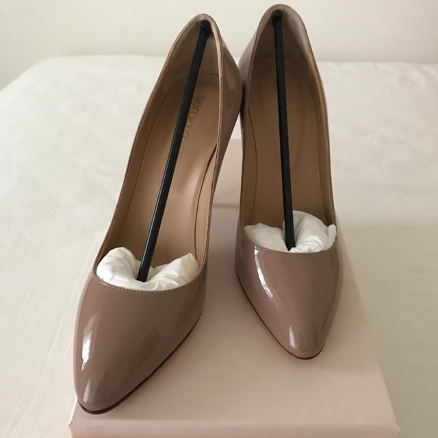 Sergio Rossi(セルジオロッシ)の最終値下げ 新品未使用 セルジオロッシ 36 ベージュ レディースの靴/シューズ(ハイヒール/パンプス)の商品写真