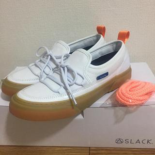 【新品】SLACK INTLOOP スニーカー 白 23.5 スリッポン(スニーカー)