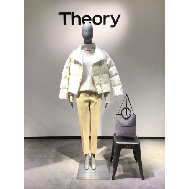theory(セオリー)のTheory 18AWショートダウンコート 定価5.3万円 レディースのジャケット/アウター(ダウンコート)の商品写真