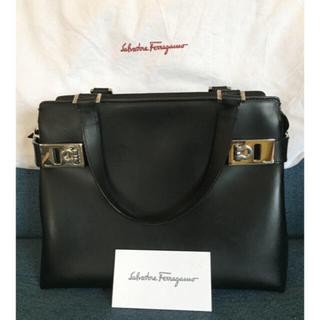 フェラガモ(Ferragamo)の美品 フェラガモ 2WAY ガンチーニ ハンドバッグ  黒(ハンドバッグ)