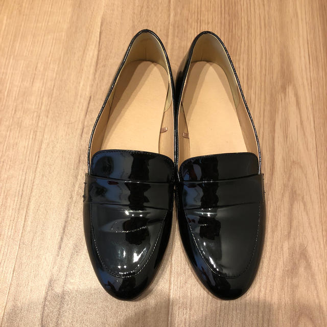 GU(ジーユー)のGU黒エナメルローファー レディースの靴/シューズ(ローファー/革靴)の商品写真